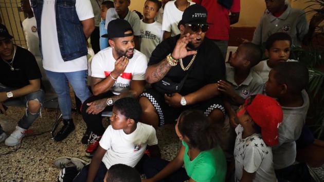 Zion & Lennox visitaron a los niños de la fundación 'Yo existo'