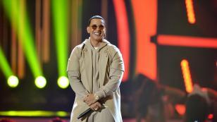 Anuel AA hace bailar a su suegro al ritmo de Daddy Yankee
