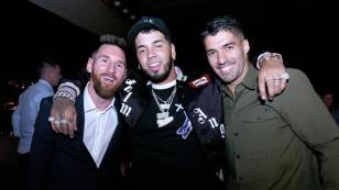 Anuel AA presume su encuentro con jugadores del FC Barcelona en las redes sociales