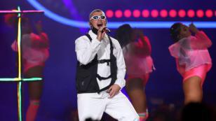 Bad Bunny celebra el éxito de 'Callaíta' con video dedicado a sus fans