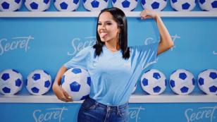 Becky G demuestra sus habilidades para el fútbol