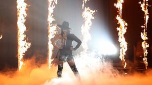 Becky G destacó en los MTV EMA