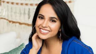 Becky G firmó importante contrato con Cárdenas Marketing Network