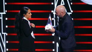 Becky G recibió el premio de Evolución Extraordinaria en los Latin AMAs 2019