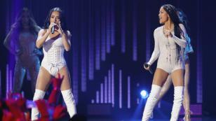 Becky G y Natti Natasha se unen de nuevo para interpretar 'Sin pijama' en vivo