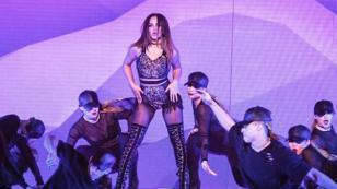 ¿Quieres saber más de Becky G? Mira los sexys atuendos que usa la cantante en sus conciertos