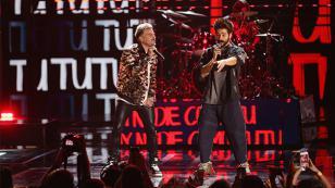 Camilo, Shakira y Pedro Capó cantaron 'Tutu' en la final de la Copa Davis