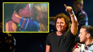 Carlos Vives responde a críticas por el beso que le dio fan durante concierto
