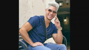 Chyno Miranda causa revuelo en las redes sociales por llamativo look