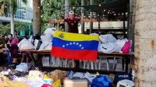 Chyno Miranda recolectó ropa y alimento para niños en Venezuela