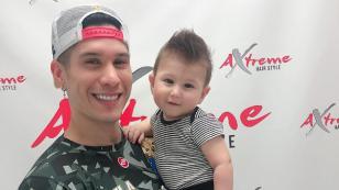 Chyno Miranda presume el nuevo corte de cabello de su hijo Lucca