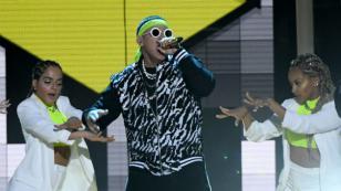 Daddy Yankee canta por primera vez 'Con calma' junto a Snow