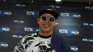Daddy Yankee celebra desde la piscina su liderazgo a nivel mundial