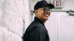 Daddy Yankee se queda sin sonido en concierto y sorprende realizando improvisación