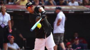 Daddy Yankee sufre inconveniente durante partido de béisbol