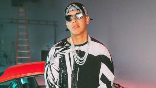 Daddy Yankee visita a niños de centro infantil en República Dominicana