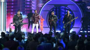 El sorpresivo regreso de Aventura a los escenarios en los Latin Billboard 2019