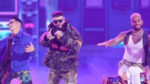 Farruko se quedó sin cabello durante concierto y se hizo viral