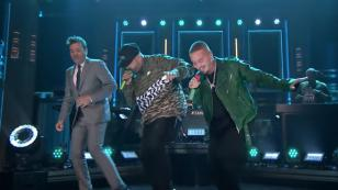 Nicky Jam y J Balvin pusieron a bailar a Jimmy Fallon al ritmo de 'X' (Equis)