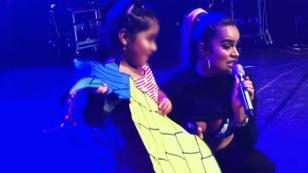 Karol G subió al escenario a una niña y juntas presentaron 'Pineapple'