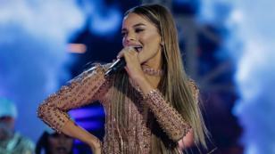 Leslie Grace recibe Disco de Platino en México por 'Duro y suave'