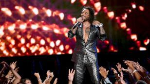 Maluma estrenó nuevo look en el Super Bowl