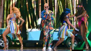 Maluma se deja llevar por la fiebre de 'La casa de papel'