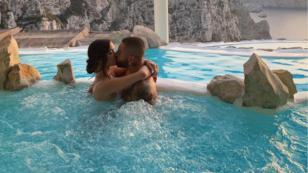 Maluma y su novia celebran con esta tierna fotografía el 'Día Internacional del Beso'