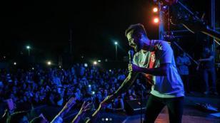 Mike Bahía lució la camiseta de la selección peruana durante su concierto en Chiclayo [VIDEO]