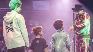 Nacho subió a sus hijos al escenario durante concierto en USA