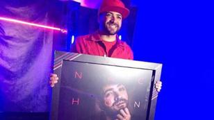 'No te vas' de Nacho ganó triple disco platino en Colombia