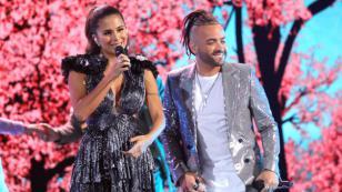 Nacho y Greeicy fueron premiados con Disco de Platino por su tema 'Destino'