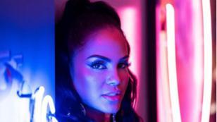 Natti Natasha celebra los 10 millones de visualizaciones del videoclip de 'Deja tus besos'