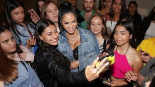 Natti Natasha reunió a 5 mil personas en centro comercial de Colombia