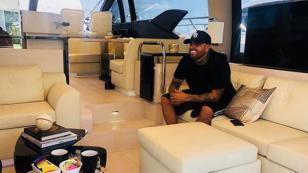 El asombroso carro con el que Nicky Jam se luce en las redes sociales