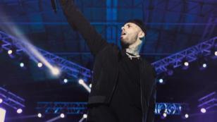 Nicky Jam llora en concierto por el apoyo del público chileno