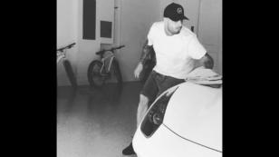 Nicky Jam y la divertida forma en que limpia su Ferrari [VIDEO]