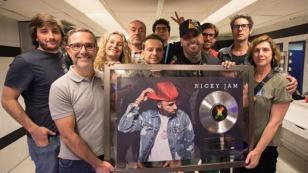 Nicky Jam recibió el Disco de Platino por su éxito con 'X' en España