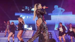 Niña se roba el show con su talento para el baile durante concierto de Karol G