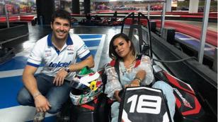 Piloto profesional de Fórmula Kart dio clases privadas a Karol G