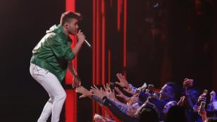 Prince Royce y Anitta cantaron 'Nadie' en versión salsa en Premio Lo Nuestro
