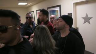 ¿Qué hace Romeo Santos antes de salir al escenario? [VIDEO]