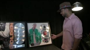 Romeo Santos recibe reconocimiento de Sony Music por 'Golden' [VIDEO]