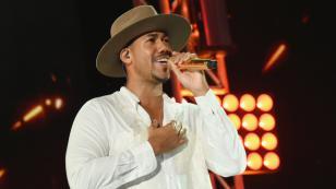 Romeo Santos y Anuel AA logran disco platino en dos semanas