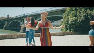 ¡Vicky Corbacho ya estrenó el video oficial de 'Qué bonito'!