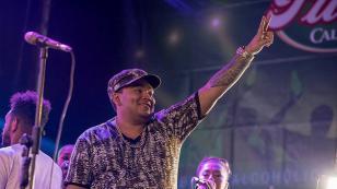 Vocalista de Josimar y su Yambú sorprende con peculiar baile durante su concierto