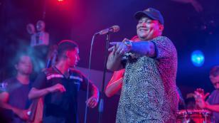 Vocalista de Josimar y su Yambú sorprende con radical cambio de look