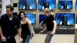 ¡Qué miedo! Clientes fueron sorprendidos con broma de 'El Aro' [VIDEO]