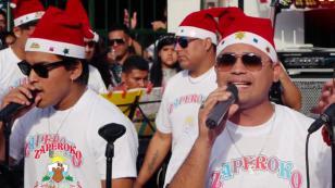 Zaperoko le canta a la Navidad