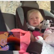 Esta niña se emociona al máximo al ver dibujos. ¡Mira aquí su reacción! (VIDEO)